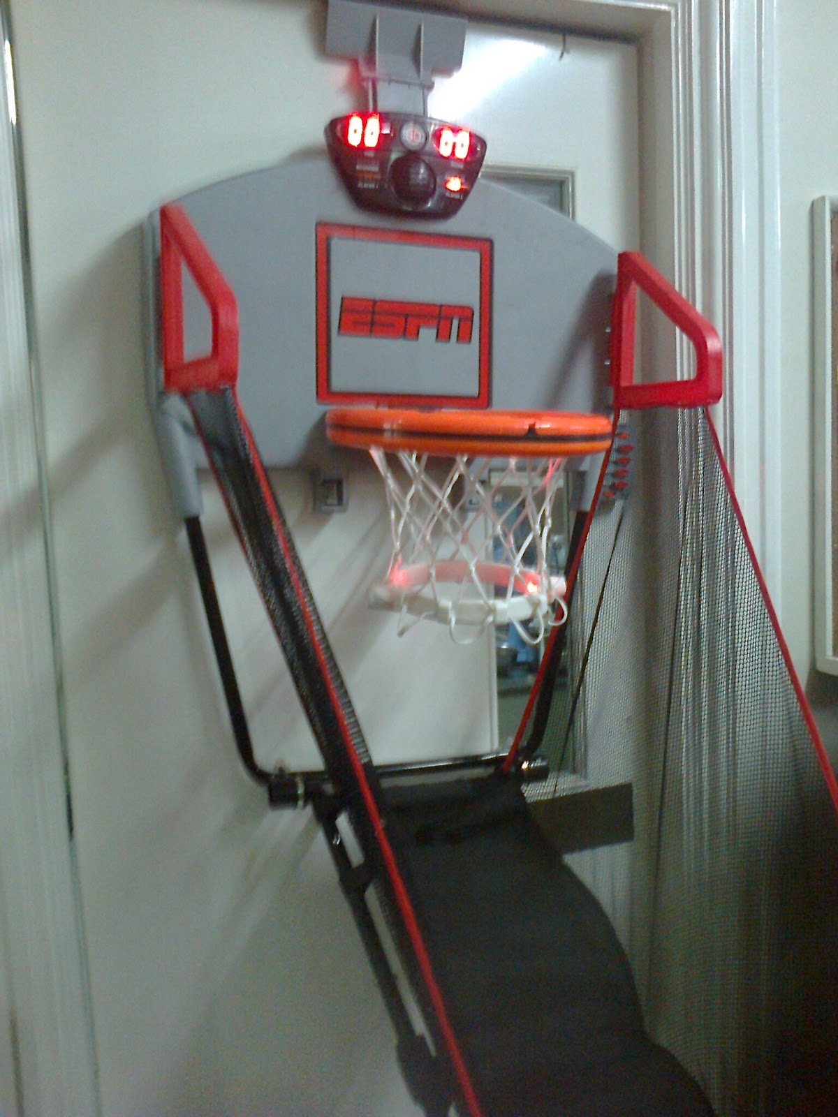 Awesome ESPN Hanging Basketball Hoop Score Board Arcade......... You Can Hang This  Board In Any DOORS.............This An Interactive Talking Scoreboard The  Rings ...