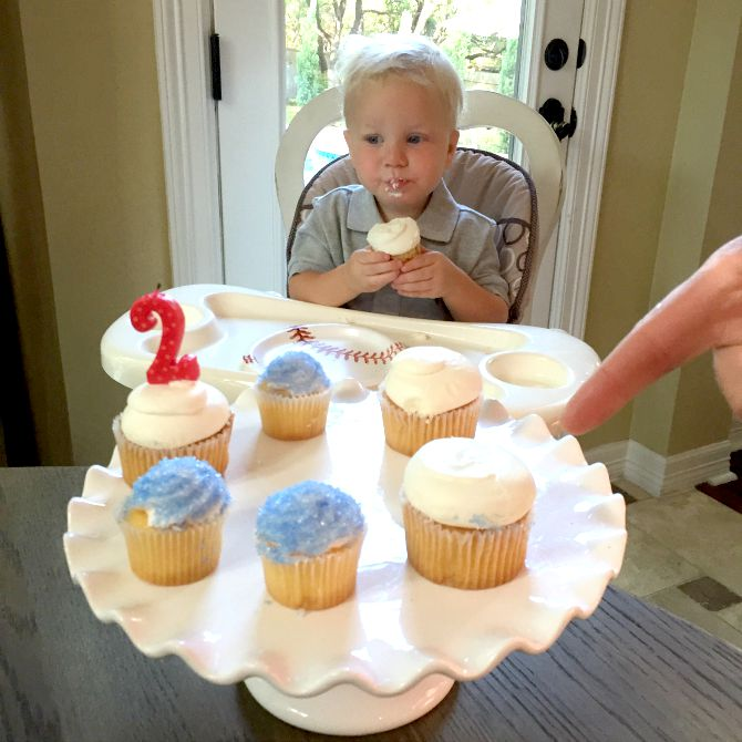 The Holland House: Birthday Cupcakes