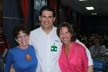 Elizabeth Klein, Eduardo Ruiz (Venaventours.com) y Valentina Quintero