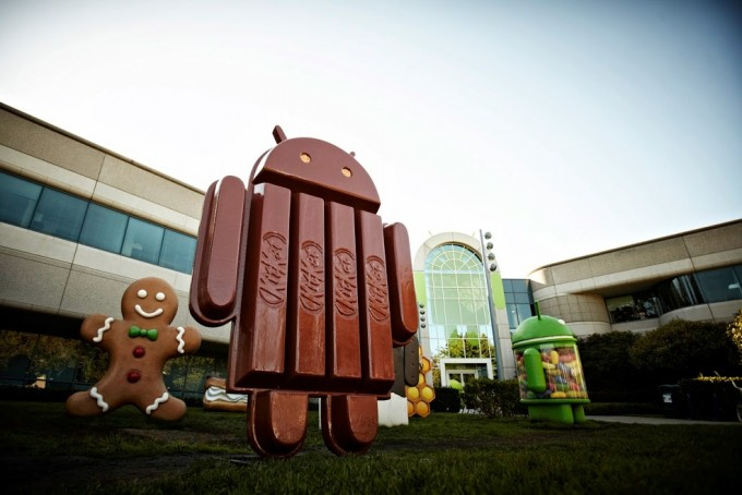 Android 4.4 'KitKat' Statue