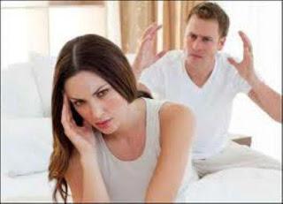 احترس من تلك الأفعال مع زوجتك  - زوجان يتشاجران - يتعاركان - مشاجرة زوجية