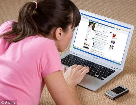 Online Facebook Membuat lupa Nulis Artikel