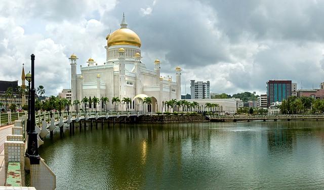 Masjid Sulan Omar Ali Saifuddien