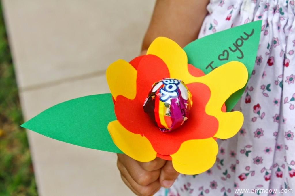 http://www.emmaowl.com/blog/2-jolly-lolly-good-ideas-for-a-childrens-valentines/