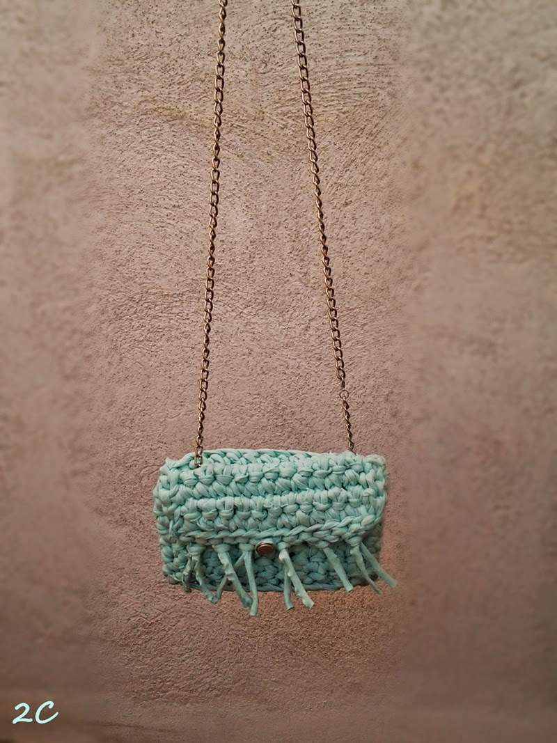 Bolso de trapillo con cadena simple