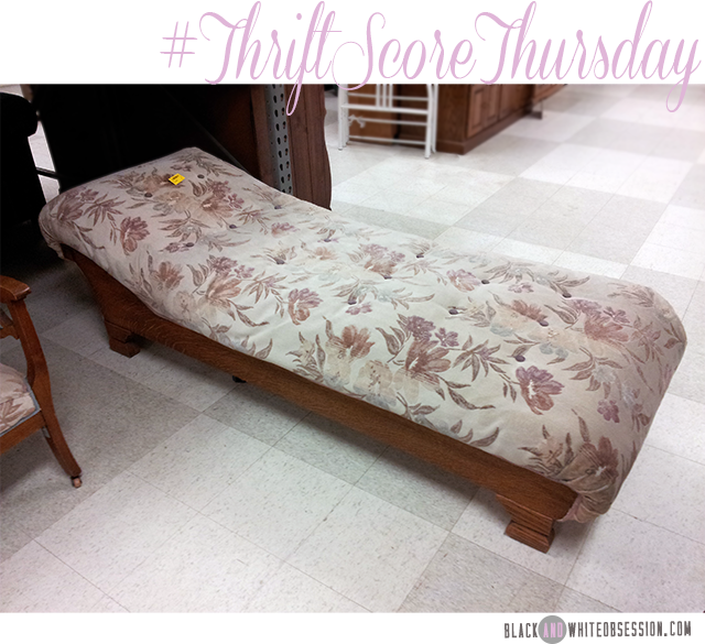 #thriftscorethursday Week 11 Vintage Fainting Couch | www.blackandwhiteobsession.com