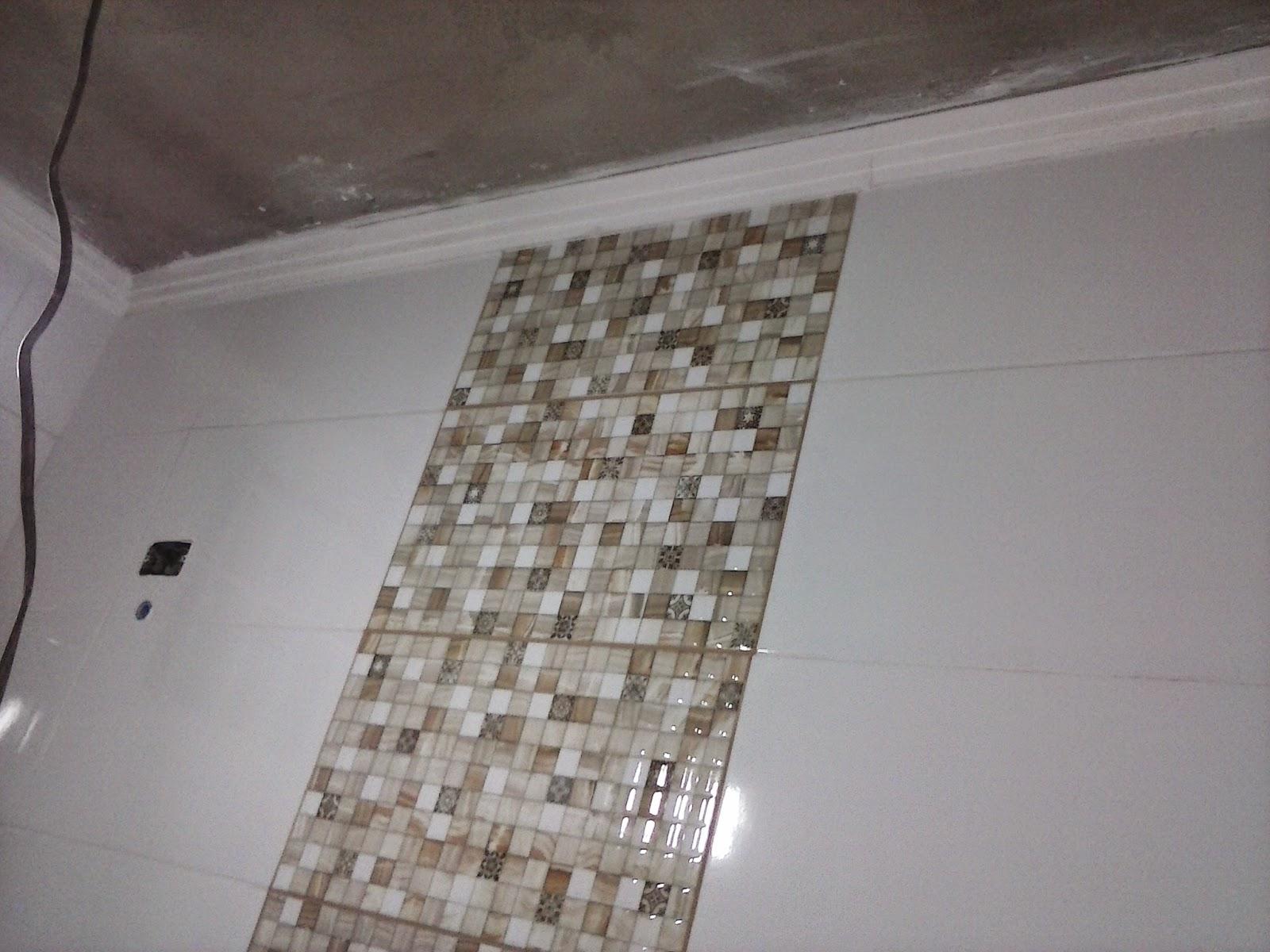 HIGH AND DRY: Banheiro e moldura de gesso do corredor #64594F 1600x1200 Banheiro Com Moldura De Gesso