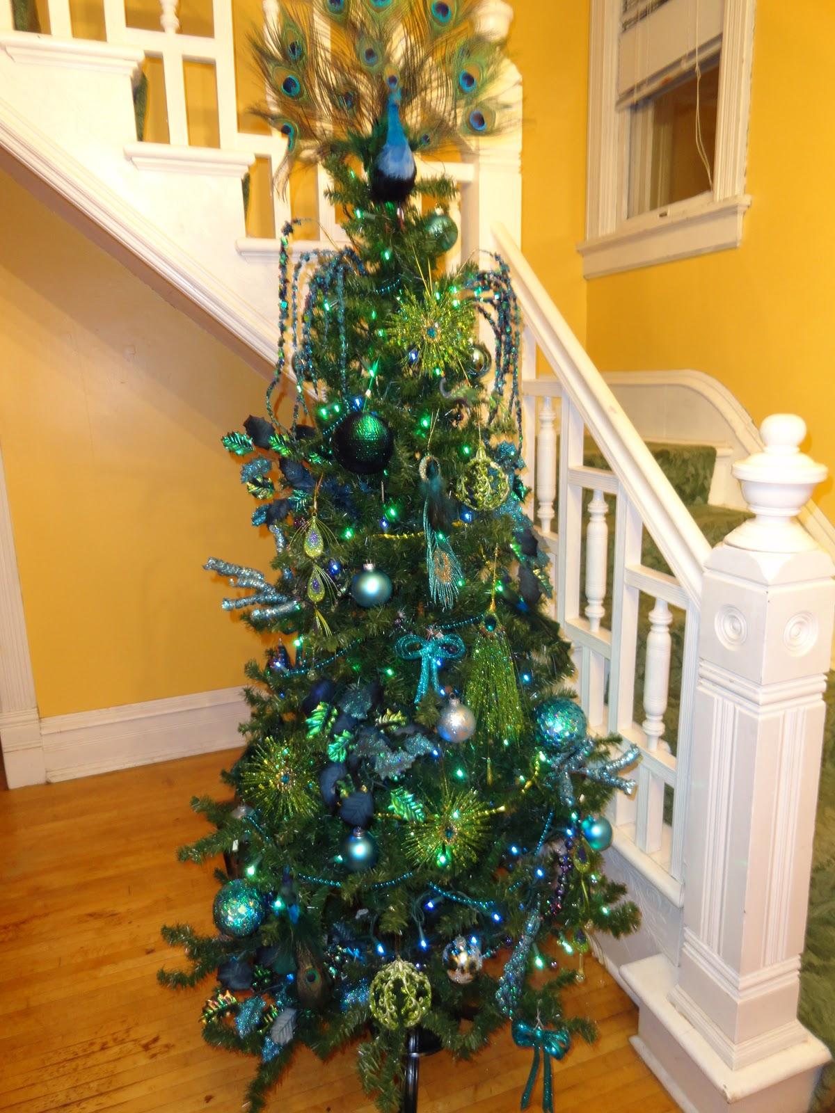 Le Beau Paon Victorien: Christmas Theme Tree 2011: Peacocks!