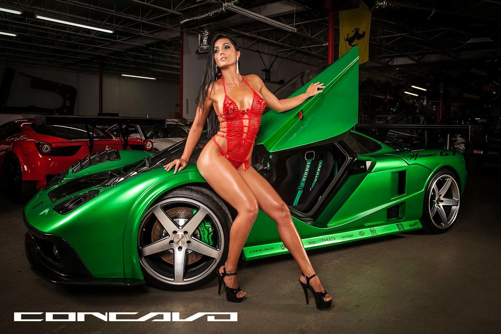 Фото девушек со спортивными машинами