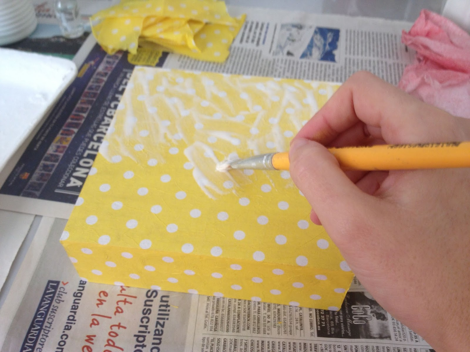 Borboleta decoupage con servilleta de papel paso a paso - Como decorar una servilleta de papel ...