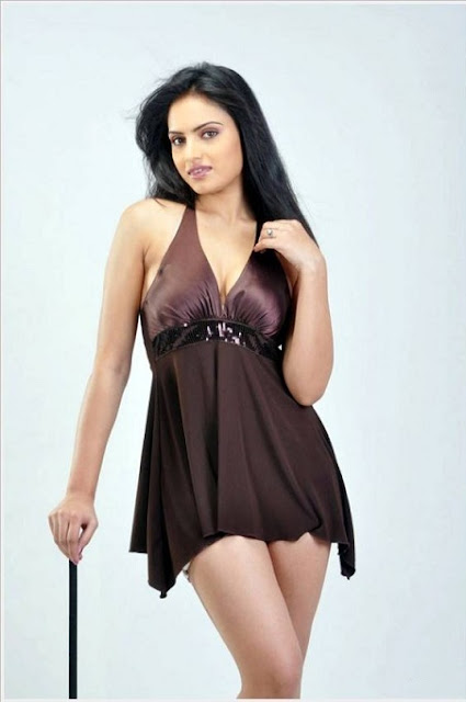 Tamil Film Actress Ritu Kaur Hot Pics