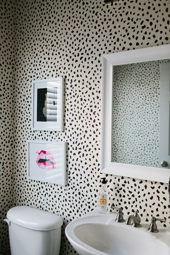 Bathrooms with bold patterned walls | Image by Sarah Bradshaw via The Everygirl