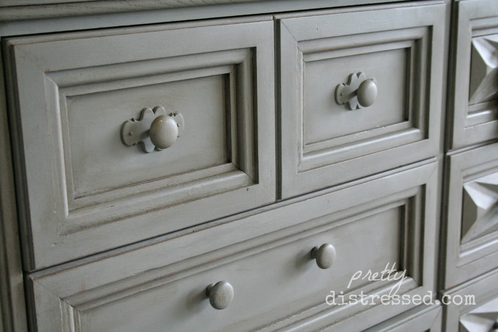 pretty distressed annie sloan chalk paint video tutorial 5 dark wax. Black Bedroom Furniture Sets. Home Design Ideas