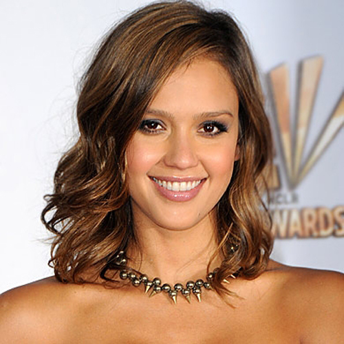 Jessica Alba hair - The Shoulder-Grazing Bob