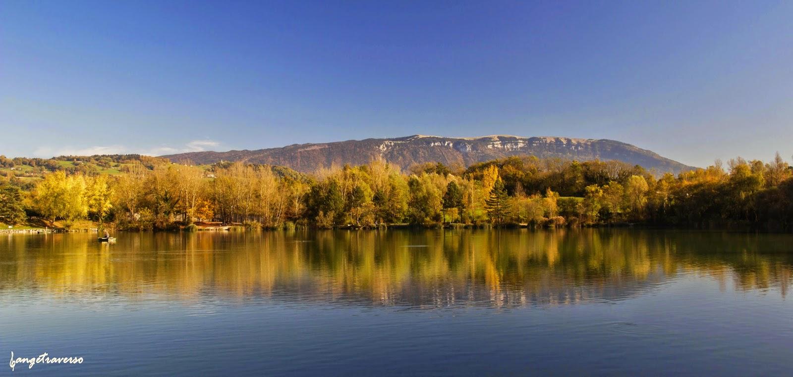 Montagne du Semnoz, dans le massif des Bauges, depuis la Base de Loisirs à Rumilly, Haute-Savoie, France