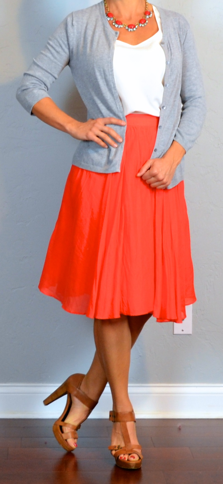 11 Midi Skirt Outfits for This Winter. By Mellisa Geyer | December 17, Red Midi Skirt Outfit. Source. This outfit is a perfect choice for holiday glam. You can't go wrong with red and black, right? This red skirt has enough color and volume to stand out on its own. Just match it with red lips or nails.
