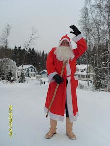 Lempäälän joulupukki vauhdissa perhe toisensa jälkeen aattopäivänä Jouluisasti tervehtien