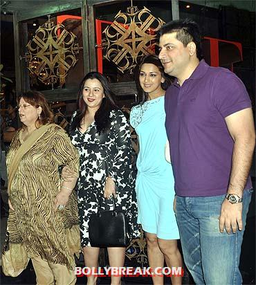 Sonali bendre with her brother and family -  Bollywood stars and their siblings