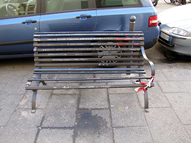 Broken bench, via Magenta, Livorno