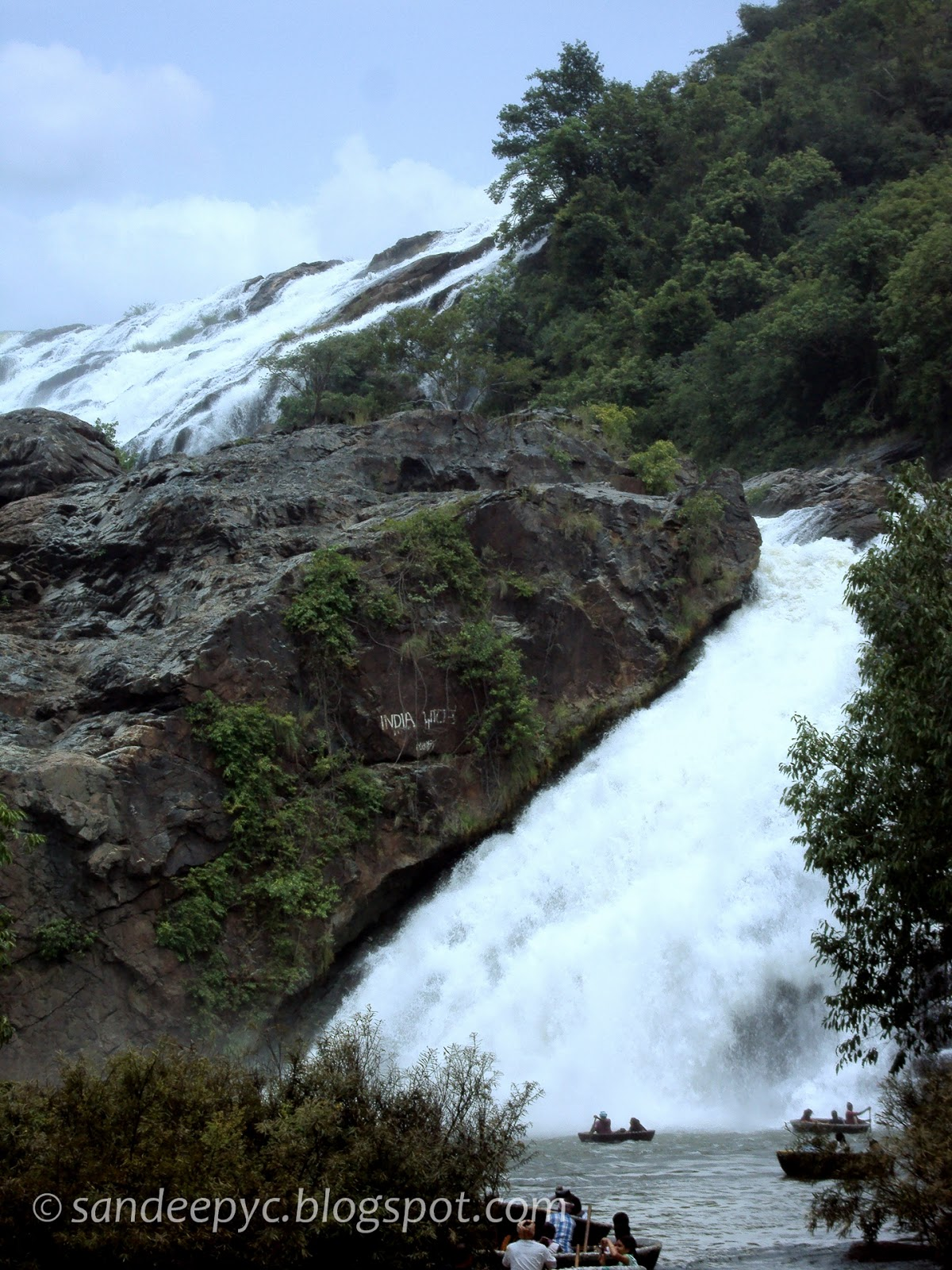 Bharachukki falls, coracle going till the tip of the falls
