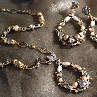 http://www.sweetromanceonline.com/Jewel_Loop_Necklace_p/sr_n1117.htm