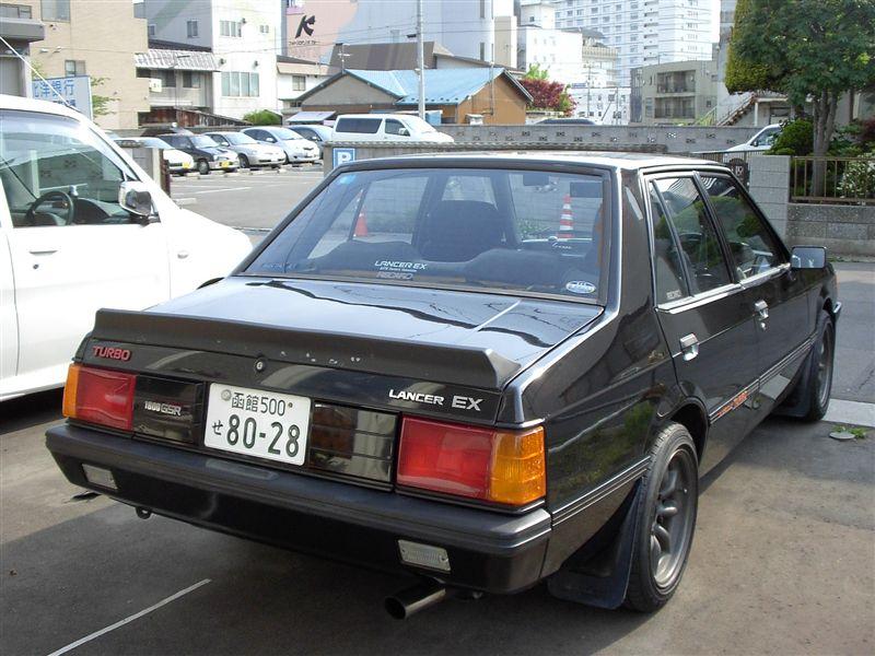 stary Mitsubishi Lancer, silniki turbo w starych samochodach, klasyczne auta z napędem na tył, zdjęcia, japońska motoryzacja