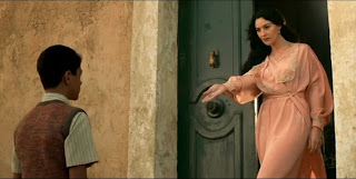 Моника Беллуччи в образе мадонны, Моніка Белуччі в образі мадонни