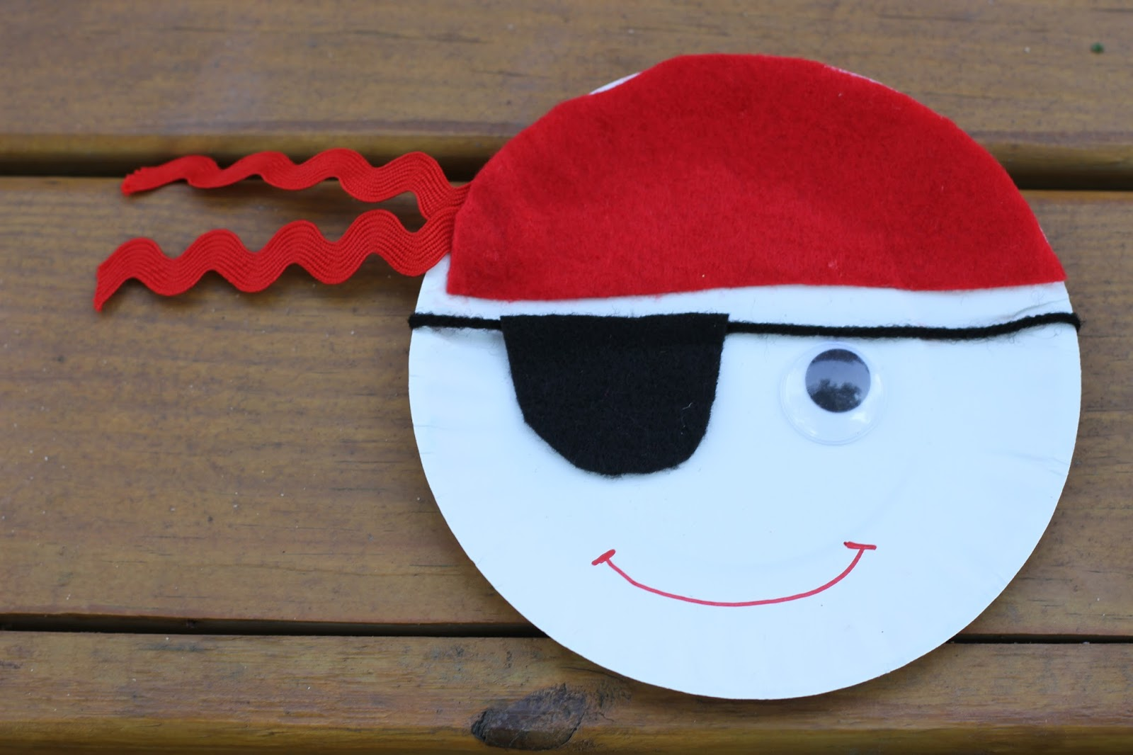 Paper Plate Pirates & Easy Summer Craft: Paper Plate Pirates - The Chirping Moms