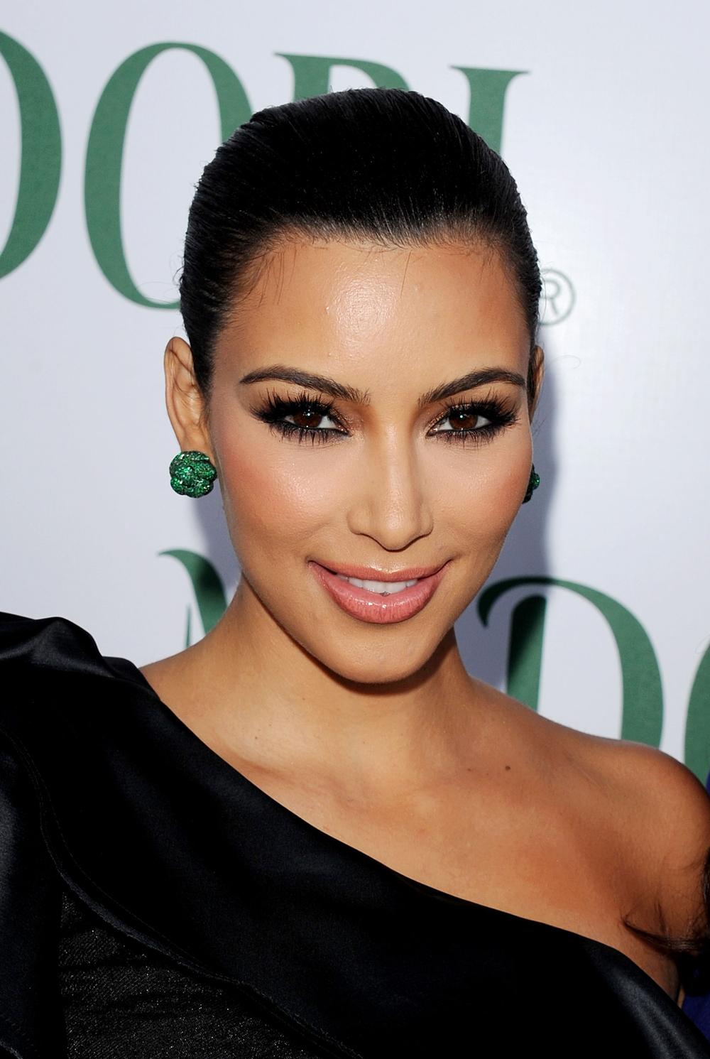 Kim Kardashian Black Ponytail Hairstyles 09