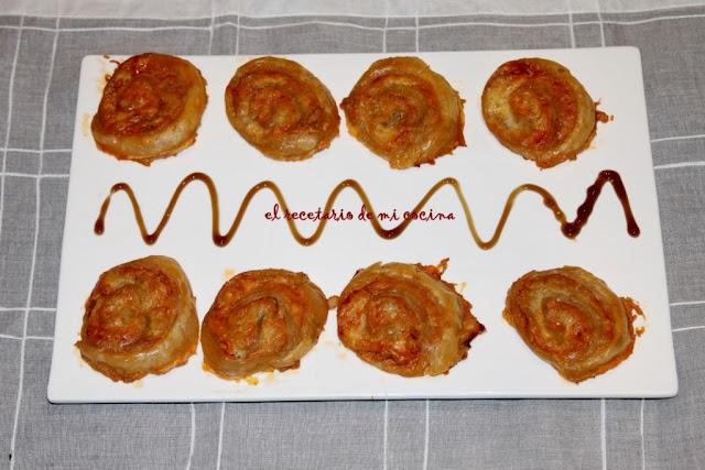 molinetes de atún, tomate y queso