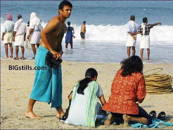 Rahul Dravid with his wife relaxes on the beach at Kovalam