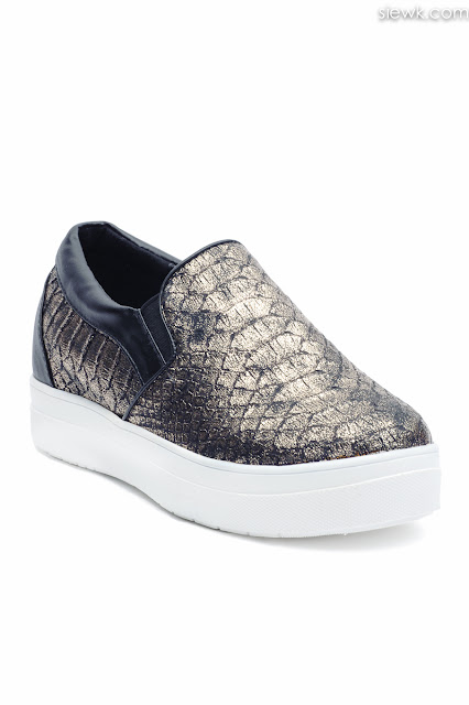 sport sneaker shoes product photographer photography kuala lumpur