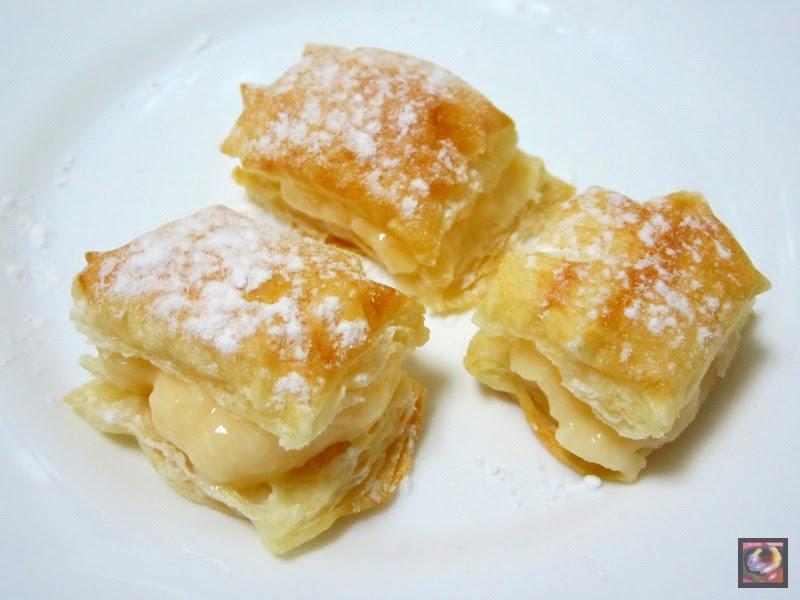 Cuadraditos de hojaldre con crema pastelera (Miguelitos)