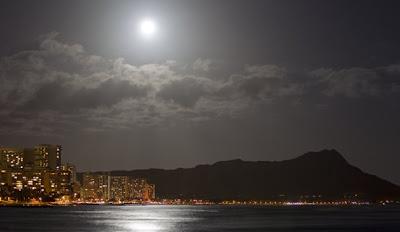 la luna parecía un sol la noche del 5 de mayo de 2012