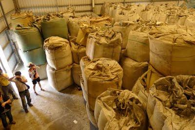 燕巢倉庫堆滿廢鋁渣(圖/台南社大提供)