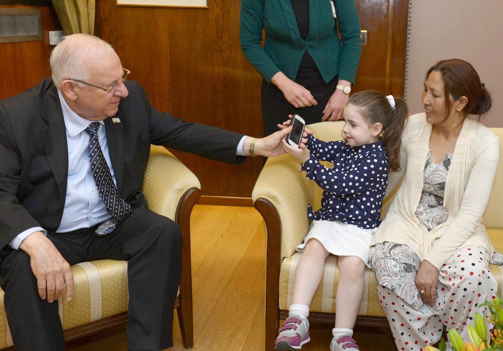 Presidente de Israel recebe crianças israelenses do Chabad que sobreviveram ao terremoto no Nepal
