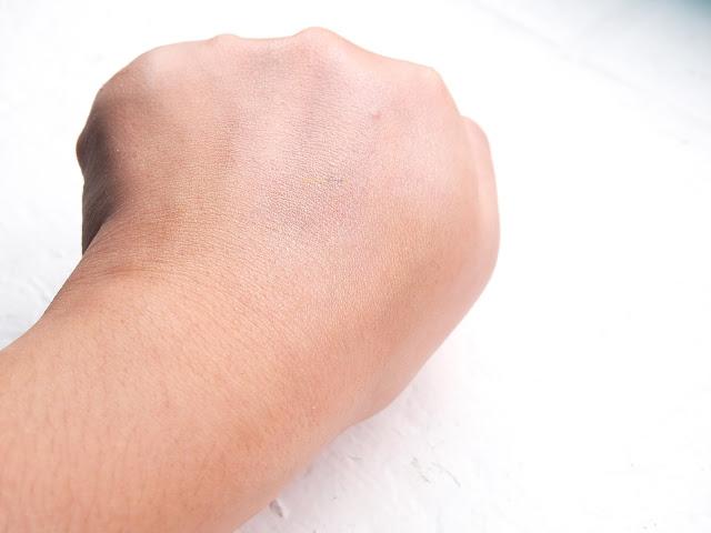 Juara Radiance Vitality Oil for anti aging, brightening and firming skin. With the combination of Indonesian's herbal ingredients and western technology, this oil helps to hydrate and moisture the skin. This is amazing for dry skin to helps the skin stays supple and healthy. Juara Radiance Vitality Oil adalah perawatan muka dan tubuh berbasis minyak. Minyak yang di ekstrak dari berbagai tumbuhan dan herbs di Indonesia untuk mengencangkan, memutihkan dan perawatan anti aging kulit kita.