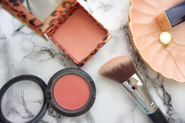 Benefit blush in coralista. Beautiful peachy blush with a shimmery highlight