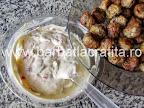 Salata de chiftele cu maioneza preparare reteta - punem si chiftelele