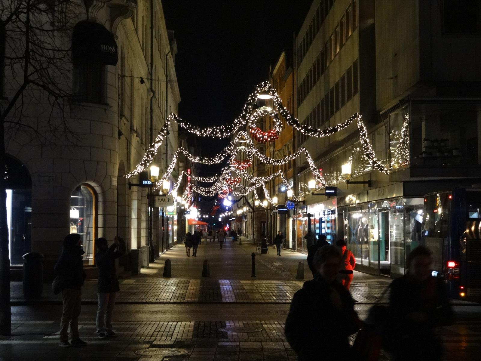 03 udekorowana ulica w sztokholmie