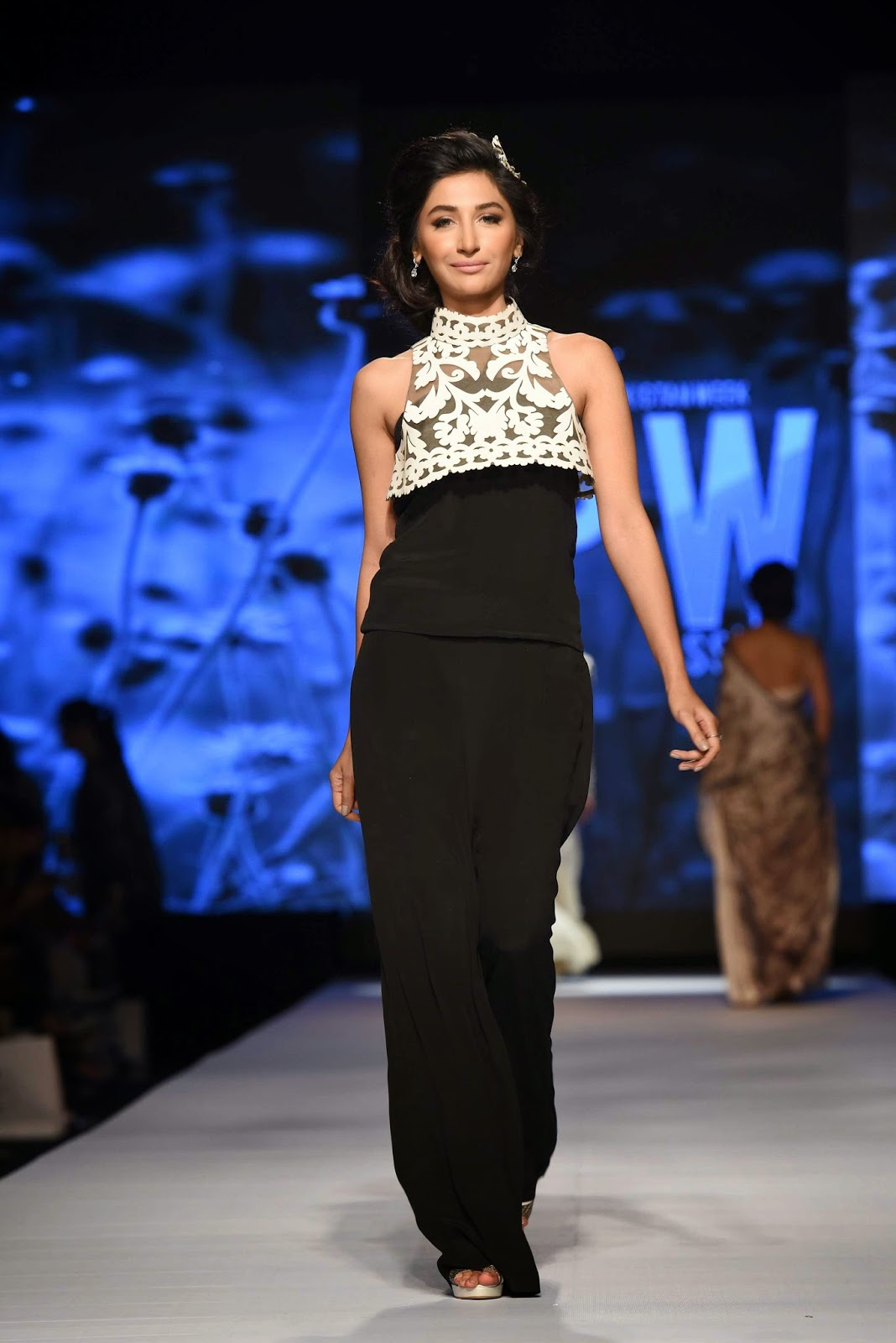 hira tareen black ensemble white lace nida azwer TFPW15
