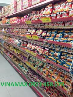 Kệ đựng mỳ tôm tại siêu thị