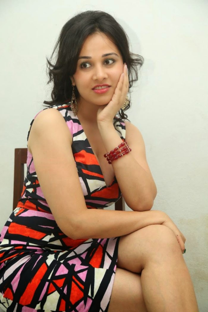 Nisha Kothari Hot Telugu Actress At Criminals Movie ...