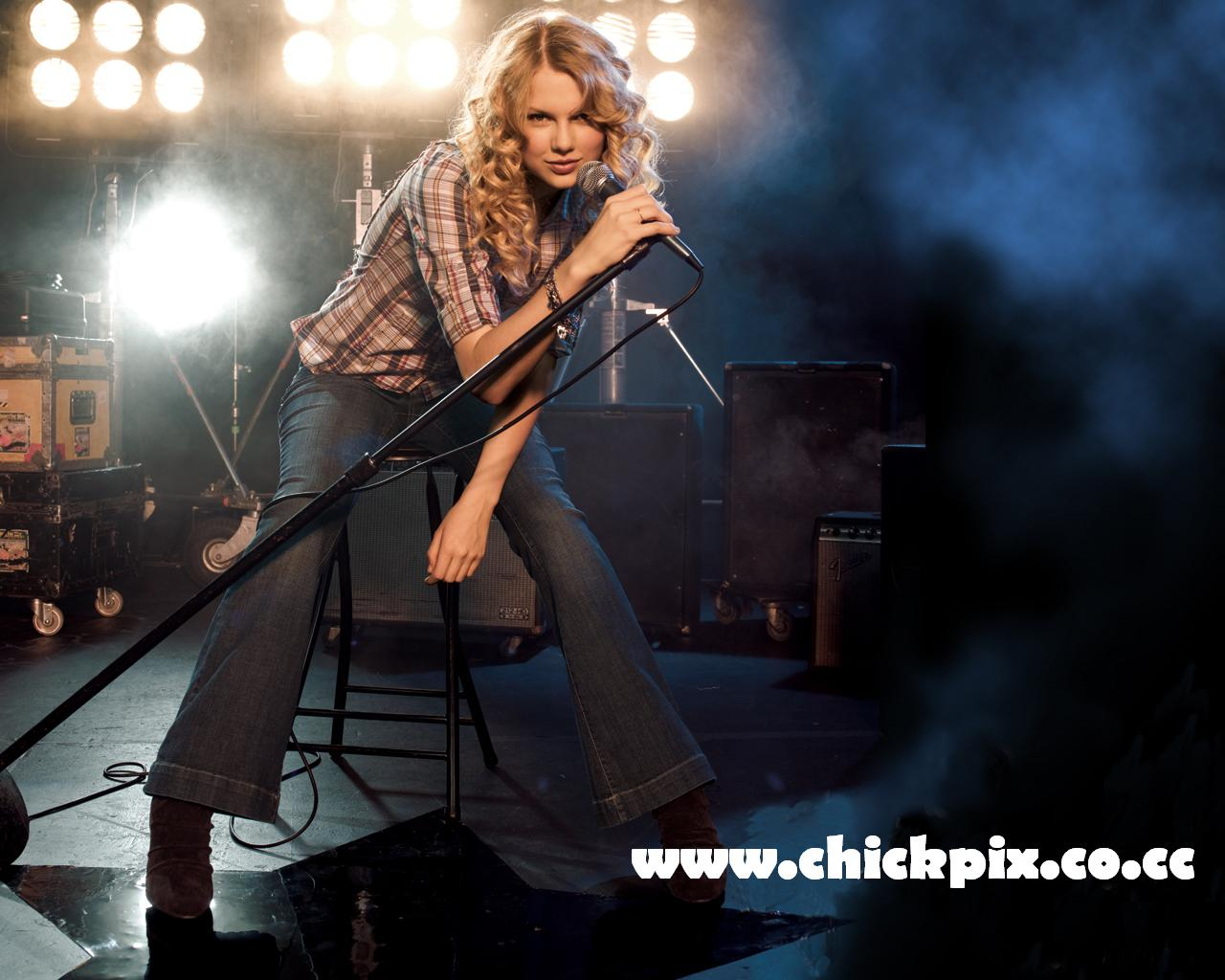 http://3.bp.blogspot.com/-t8yyoaZfIZk/T6p-g-hSk8I/AAAAAAAAI0E/V9LzqjqBaEA/s1600/Taylor+Swift+Sext+www.chickpix.co.cc+(2).jpg