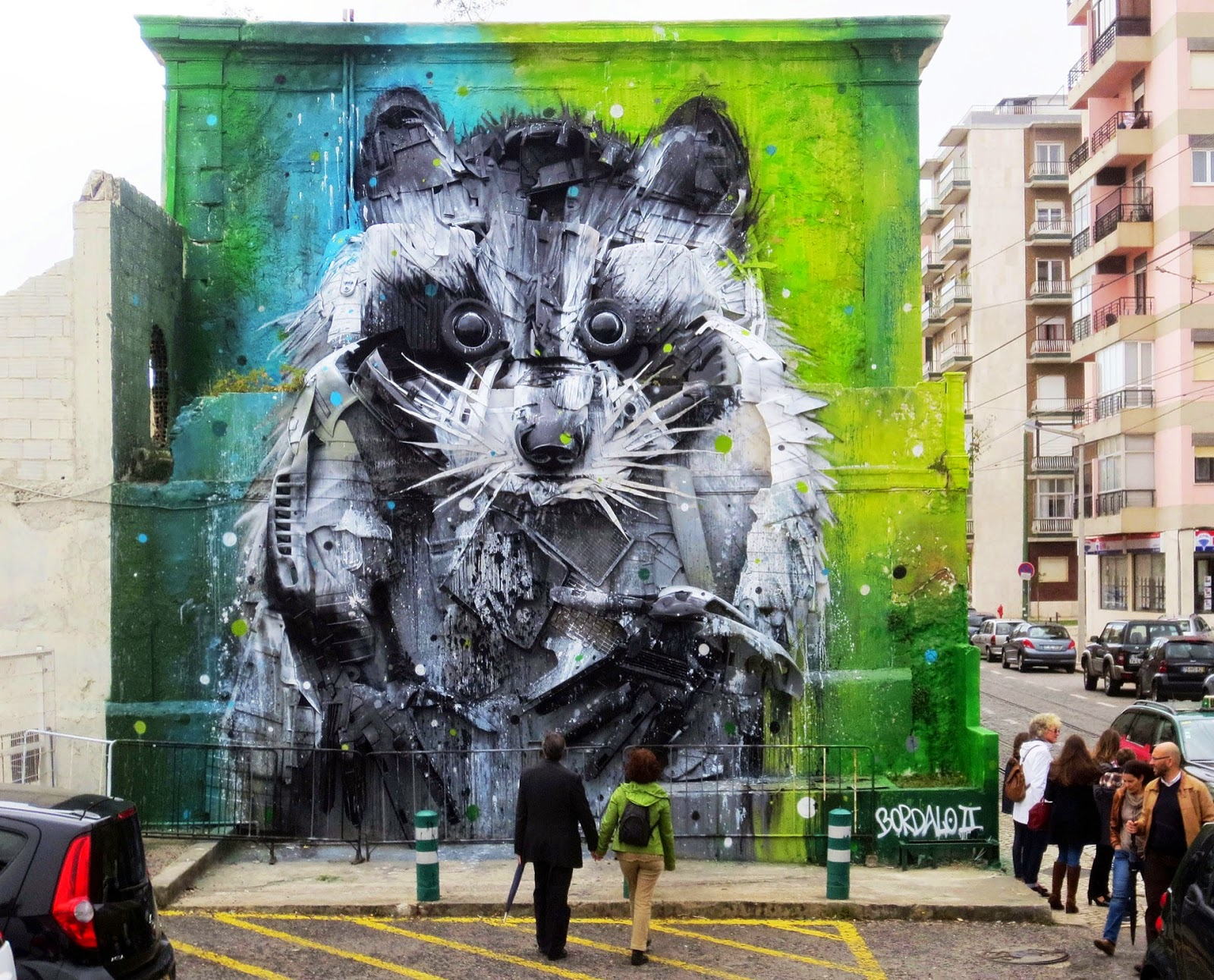 Our friend Bordalo II is currently in Belem, the southwesternmost civil parish of the municipality of Lisbon where he just finished working on an impressive installation Centro Cultural de Belém.