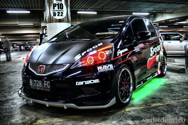 modifikasi mobil Honda all new jazz rs hitam
