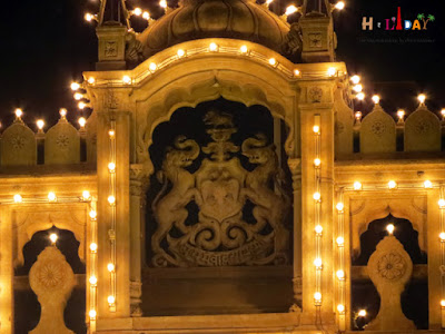 Beautiful architecture on the entrance gate of Mysore palace