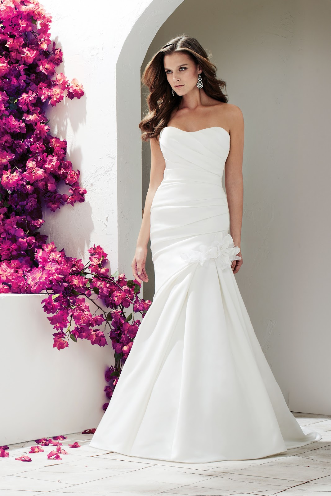 Style For The Aisle: Day 4: Sleek & Minimalist Bridal Gowns