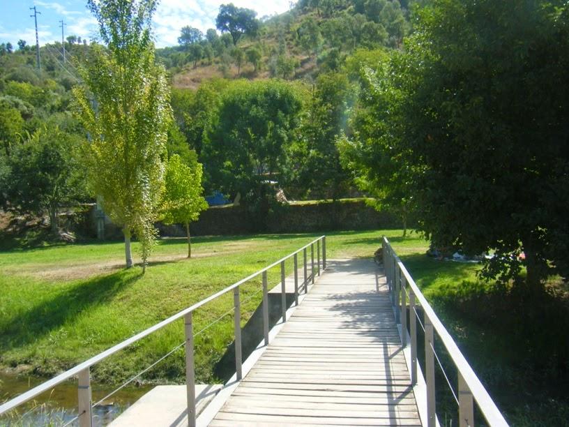 Ponte em Madeira para a zona Verde