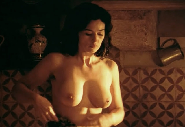 Monica bellucci boobs